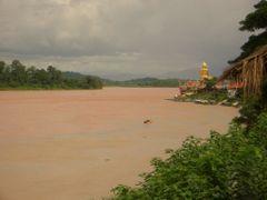 Big Buddha at Ban Sop Ruak, Golden Triangle by <b>Uwe Werner</b> ( a Panoramio image )