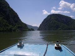 Doi giganti la orizont by <b>Turnada</b> ( a Panoramio image )