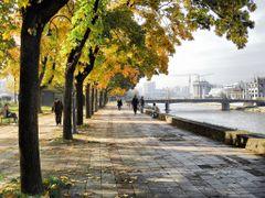 Vardar in autumn - Skopje / USKUP by <b>Ahmet Bekir</b> ( a Panoramio image )