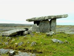 Dolmen Poulnabrone by <b>Albert Codina</b> ( a Panoramio image )