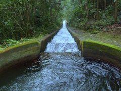 Fonte das aguas da reserva ambiental de Camorim by <b>Paula Lirio</b> ( a Panoramio image )