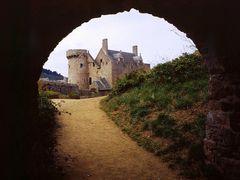 Fort la Latte, Chateau de la Roche Goyon, il tunnel, agosto 2001 by <b>Marco Ferrari</b> ( a Panoramio image )