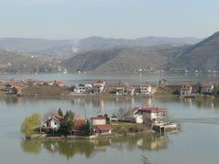 Tikvesko Ezero - ostrov by <b>Ivo.Adamov</b> ( a Panoramio image )
