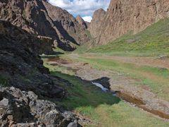La entrada de Yolyn Am by <b>Javier Elcuaz</b> ( a Panoramio image )