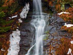 #94 Cheile Jietului, Cascada by <b>Nicoara Lidia</b> ( a Panoramio image )