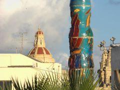 Colonna Mediterrannea. Luqa, Malta. Lo profano y lo sagrado - Th by <b>Francisco dos Santos</b> ( a Panoramio image )
