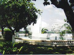 Monumento erigido pelos portugueses - S.Tome  - Sao Tome e Princ by <b>Mario:Portugal</b> ( a Panoramio image )
