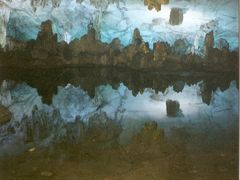 Reflejos - Cueva de la Flauta de Cana by <b>AnaMariaOss</b> ( a Panoramio image )