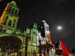 Mexico, D.F., Delegacion Cuauhtemoc, Bandera de Mexico, legado d by <b>Pecg17</b> ( a Panoramio image )
