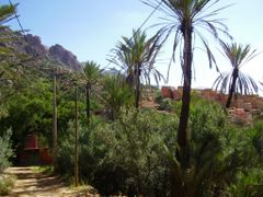 Village pres de Tafraoute by <b>elakramine</b> ( a Panoramio image )