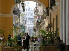Cafe, Calle and Capitol of Cuba by <b>ThoiryK</b> ( a Panoramio image )