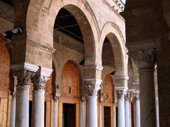 Tunisia-Tunisi_Moschea Zitouna by <b>OT46</b> ( a Panoramio image )