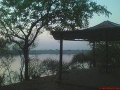 Lake Scene by <b>Parajeet</b> ( a Panoramio image )