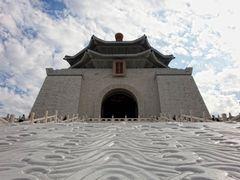 Chiang Kai-shek Memorial Hall in Taipei by <b>picsonthemove</b> ( a Panoramio image )