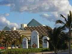Zona Hotelera Cancun Quintana Roo. By Mel Figueroa by <b>Mel Figueroa</b> ( a Panoramio image )