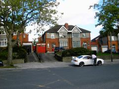 Dublin: Family houses by <b>Rosaflor</b> ( a Panoramio image )