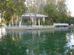 Кафе на озере в парке by <b>Juryi</b> ( a Panoramio image )