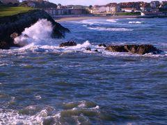 2010 - EL MAR  ( Playa de Comillas con olas  - Cantabria ) by <b>mackedwars</b> ( a Panoramio image )