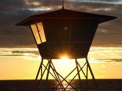 Lifeguard tower, Nallikari by <b>Kimmo Lahti</b> ( a Panoramio image )