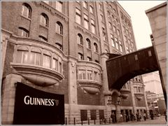 guinness building by <b>ricmen79</b> ( a Panoramio image )