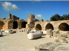 Cartagine, Terme di Antonino Pio - Carthage, Antonine Baths by <b>Sergio Bagna</b> ( a Panoramio image )