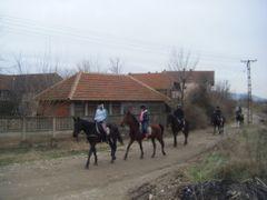 G. Medjurovo kod Nisa, Srbija: ostvaren decji san: jahanje konja by <b>Veljko N. Nis, Serbia</b> ( a Panoramio image )