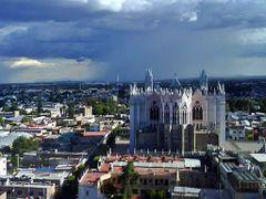 Templo Expiatorio parte trasera by <b>Gustavo Rodriguez Mena.</b> ( a Panoramio image )