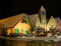 DSC06396 Pigeon Forge at Night by <b>Volkan YUKSEL</b> ( a Panoramio image )