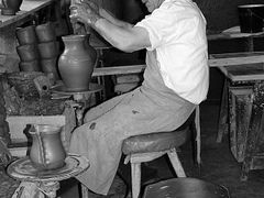 Potter at Marginea by <b>nchifan</b> ( a Panoramio image )