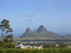 Mauritius, Trois Mamelles and Mont du Rempart by <b>Aldo Ferretto</b> ( a Panoramio image )