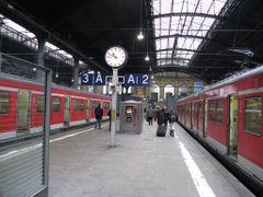 Wiesbaden Hbf by <b>vaso77</b> ( a Panoramio image )