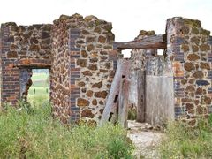 Slaughterhouse dated to 1850s on Wongalea by <b>Steve Bennett</b> ( a Panoramio image )