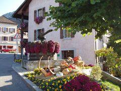 mb - Dorf mit antiker Weinpresse - antique winepress by <b>? Swissmay</b> ( a Panoramio image )