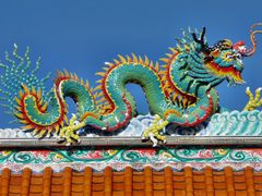 Chinese Dragon on Temple by <b>Manfred Schutze</b> ( a Panoramio image )