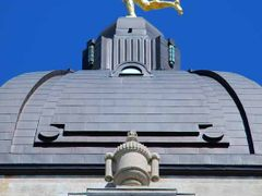 Golden Boy on top of Manitoba Legislative Building by <b>Walli</b> ( a Panoramio image )