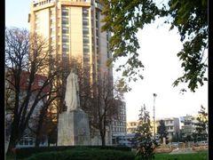 Parcul 1907   vedere catre hotel Muntenia by <b>Alexandru C. Ene</b> ( a Panoramio image )