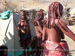 Africa - Namibia - Gli Himba sono uno degli ultimi popoli africa by <b>valerio giulianelli</b> ( a Panoramio image )
