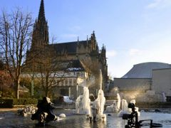 Basel, Tinguely-Brunnen und Elisabethenkirche im Winter by <b>M.Bocherer</b> ( a Panoramio image )