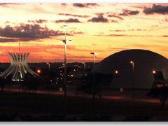 Catedral e Museu Nacional no lusco-fusco do alvorecer, Brasilia by <b>Rubens Craveiro</b> ( a Panoramio image )