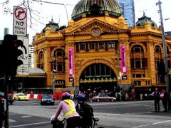 drive green    (Flinders Street Station)  by <b>scotty03</b> ( a Panoramio image )