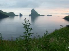 View from B?ur to Drangarnir, Tindholmur, Gasholmur & Mykines 22 by <b>Marita Gulklett</b> ( a Panoramio image )