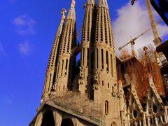 Sagrada Familia de Barcelona todavia en construccion y detalle d by <b>ESTITXU</b> ( a Panoramio image )