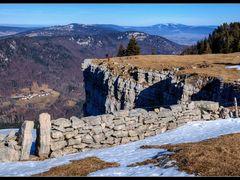 Muret et photographes en bordure de falaise by <b>wx</b> ( a Panoramio image )