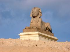 """Egypte, l""""un des 2 sphinx en granit rose d""""Assouan a Pompey""""S Pi by <b>Roger-11</b> ( a Panoramio image )"""