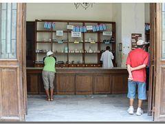 Waiting at Calle Brasil, Havanna   by <b>©polytropos</b> ( a Panoramio image )