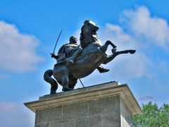 Spomenik Kralju Aleksandru I Kara?or?evicu  visok 11,5 m by <b>tosa43</b> ( a Panoramio image )