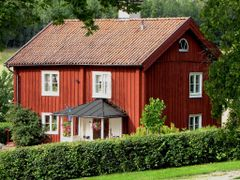 Red painted house by <b>Olof Senestam</b> ( a Panoramio image )