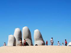 La Mano by <b>Criss Cristina</b> ( a Panoramio image )