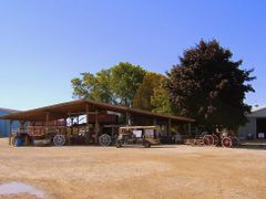 Country Apple Store by <b>sherrybrandy</b> ( a Panoramio image )