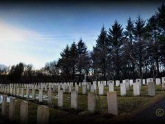 Fossvogskirkjugar?ur - WW2 Tribute by <b>Sig Holm</b> ( a Panoramio image )